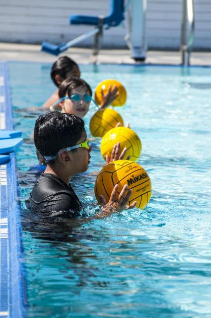 Kids training in water polo class